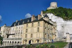 300px-Château_de_La_Roche-Guyon